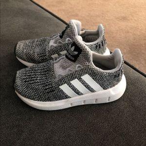 Adidas toddler shoes size 8c